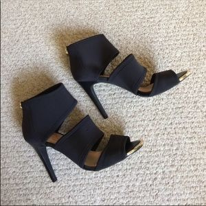 Jessica Simpson black ankle strap heel sandals